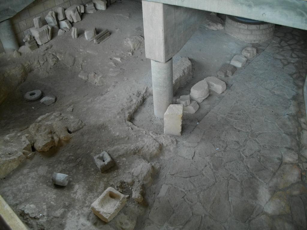 Раскопки пещеры Святого семейства
