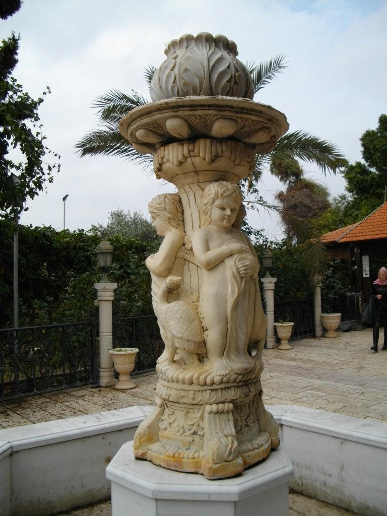 Скульптура возле храма превращения воды в вино