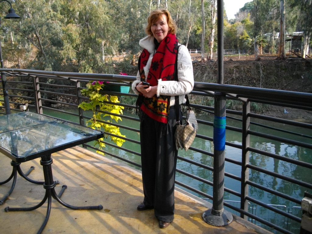 Аня на берегу святой реки Иордан