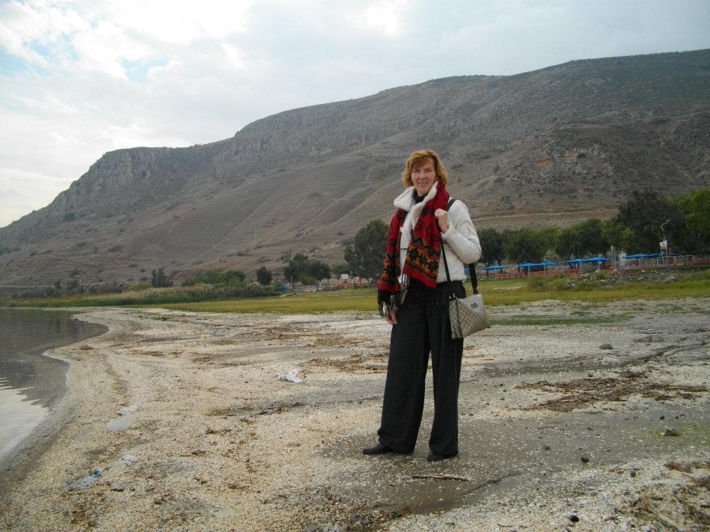 Аня на берегу Галилейского моря