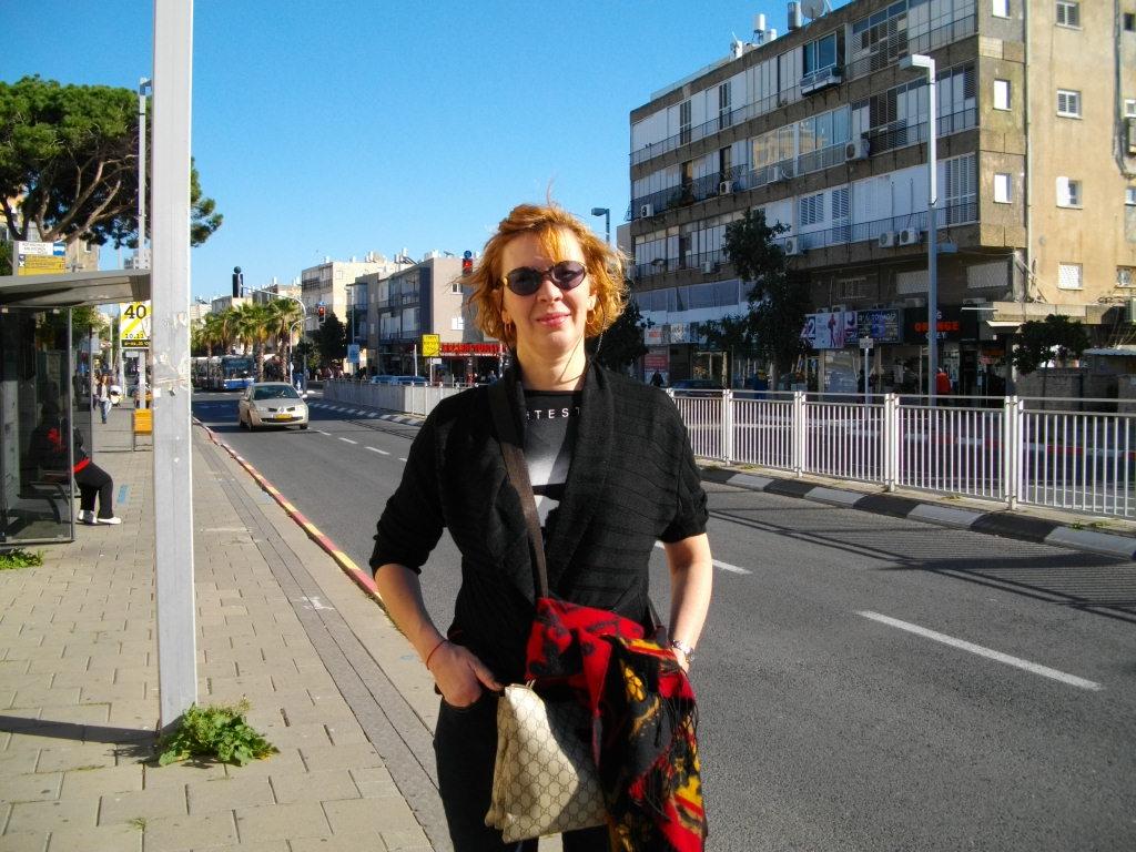 Аня на улице в Бат-Яме