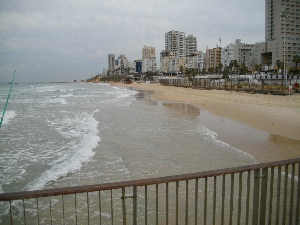 Пляж и набережная Бат-Яма