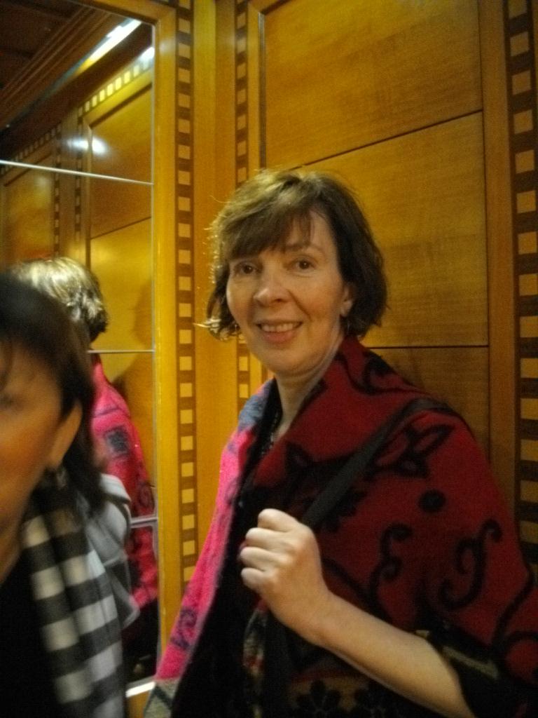 Аня в лифте нашего отеля на Мертвом море