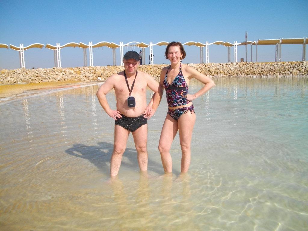 Мы с Аней зашли в воду Мертвого моря