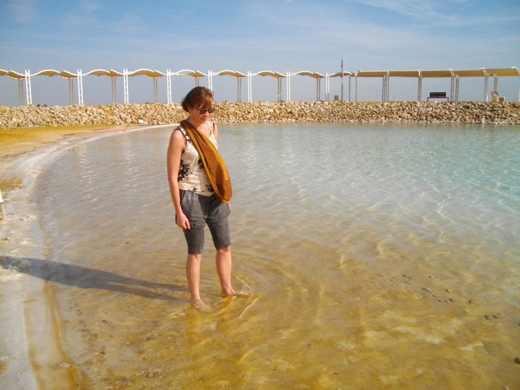 Аня на берегу Мертвого моря